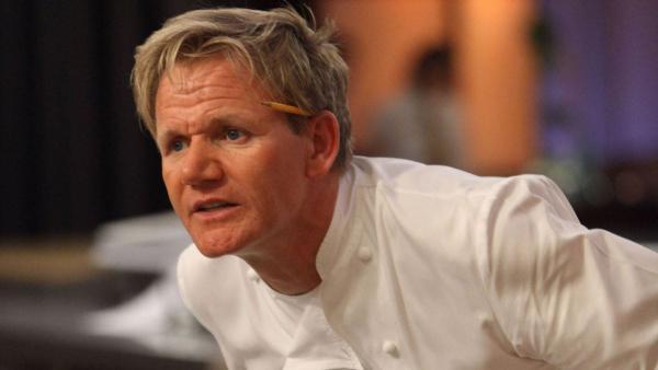 Никогда не готовьте в духовке, как этот парень. Молодой человек ошибся в главном, и люди плачут (от смеха)