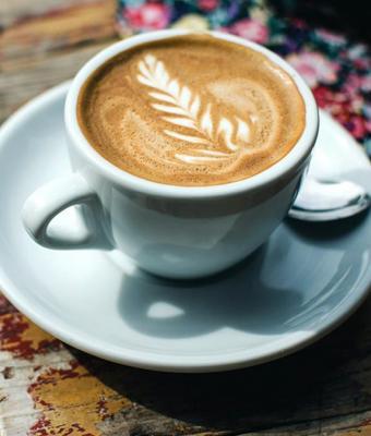 Девушка умилялась, что коллега часто угощала её кофе. Радость ушла, когда она поняла, что пьёт на самом деле