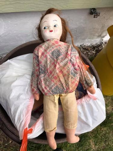Девушка выкинула старую куклу из дома XIX века. Утром она выглянула в окно - и едва не поседела