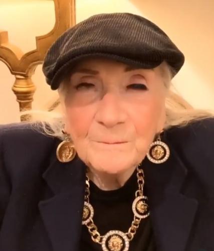 Внук спросил бабулю, что делать в случае измены.