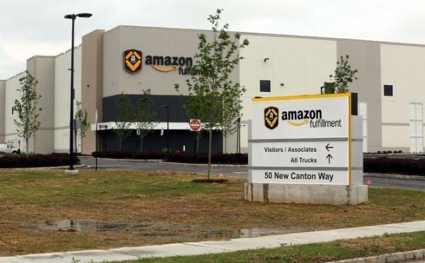 Мужчина подал в суд на Amazon из-за дискриминации.