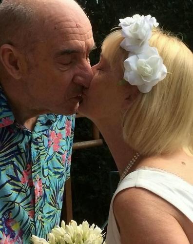 Мужчина влюбился в женщину и сделал ей предложение руки и сердца. Она удивилась - он 13 лет как её муж