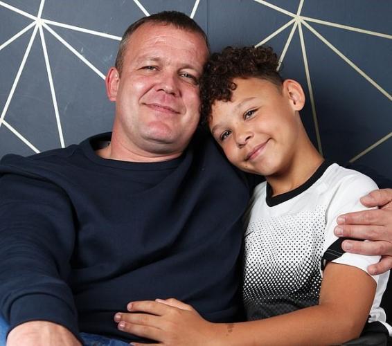 Папа мечтал о сыне боксёре, но всё пошло не по плану. В ребёнке живёт два человека, и оба больше пошли в маму