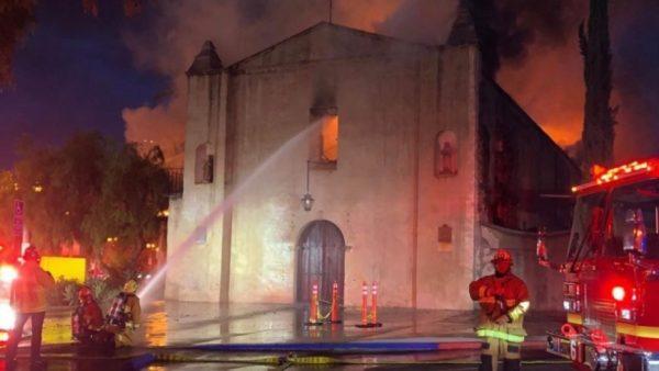 Спасатели разобрали завалы сгоревшей церкви и ахнули. То, что они нашли - заставит любого поверить в чудо