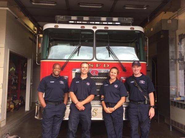 Пожарные обрадовались, что спасли щенков лабрадора. Стало не до смеха, когда они поняли, как сильно ошиблись