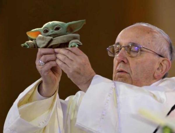 Папа Римский взял церковный хлеб и попал в небожеский мем. В этом шаблоне хороши как звери, так и герои аниме