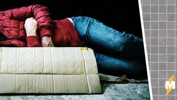 Прохожий решил заявить в полицию на спящего бездомного, но всё оказалось далеко не так просто.