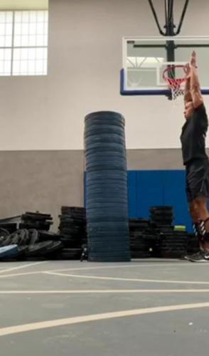 Спортсмен прыгнул в высоту - и гравитация покинула чат. Видео с ним доказало: возможности человека безграничны