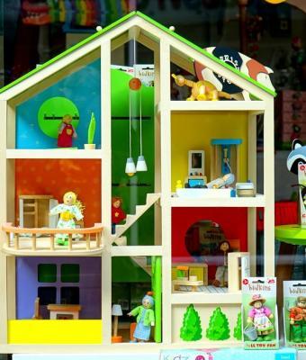 Блогерша показала жильё мамы и подарила людям загадку. Они не могут понять, это кукольный дом или реальный