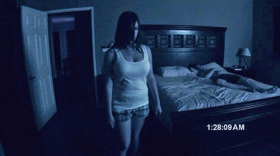 Парень стал просыпался с синяками и решил заснять свой сон. Увидев, кто его бьёт, он понял - пора звонить Солу