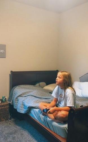 Мужчина объяснил подписчикам, почему разрешает детям заканчивать онлайн-игры. Люди уверены: это баловство