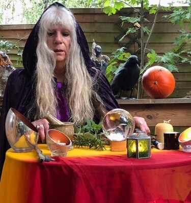 Магия в 21 веке: миф или реальность. Свою историю рассказала ведьма со стажем. Спокойствие, она несёт добро