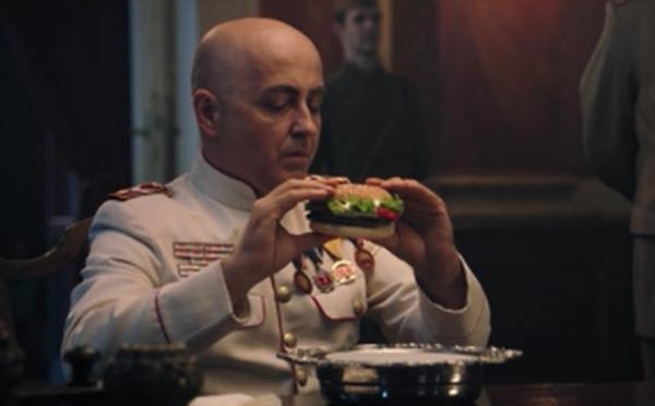 Парень сделал рекламу Бургер Кинга в атмосфере Советского союза. Но люди разочарованы, они поняли что она напомнила
