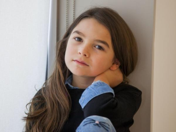 Девочка сфотографировалась с Робертом Паттинсоном, а теперь нашла снимок. И ей явно стыдно за свою маму