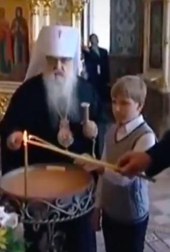 Из видео с Колей Лукашенко в церкви собрали ролик о его эволюции. И шутники уже раскрыли секрет красоты парня