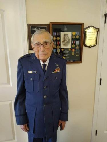 Мужчина похвастался 100-летним дедом-ветераном, но пожалел об этом. Другой парень узнал на фото своего прадеда