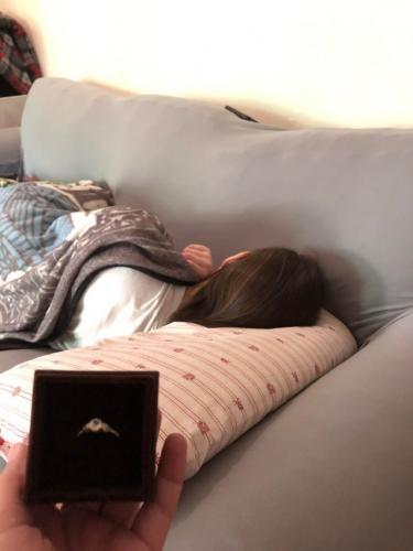 Девушка проспала самую важную доставку в своей жизни - руки и сердца. А красивое колечко было совсем рядом