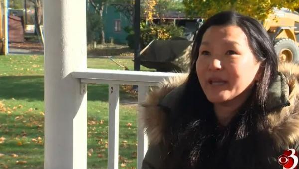Девушка 40 лет искала родителей и удивилась, когда нашла. Неудивительно: они вырастили её собственную копию