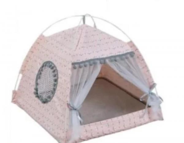 Парень решил порадовать любимую кемпингом и заказал палатку. Но, кажется, в поход отправится не он, а его коты