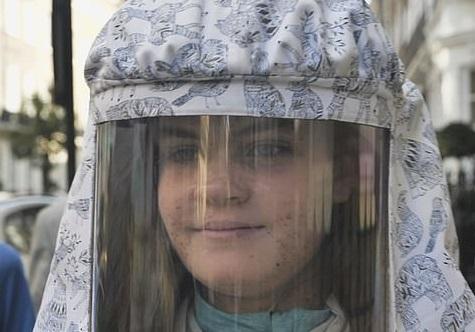 Семья девочки с редким недугом показала, что такое аллергия на солнце. Лето для подростка самый главный враг