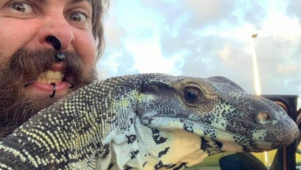 Мужчина вырастил дома настоящего динозавра. Но оказалось, что они могут исчезнуть не только из-за метеорита