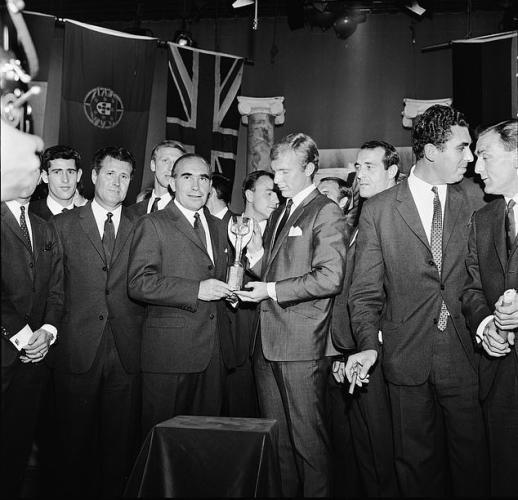 Футболист гордился, что держал Кубок мира, но спустя 50 лет понял: зря. Жестокая правда разбила ему сердце