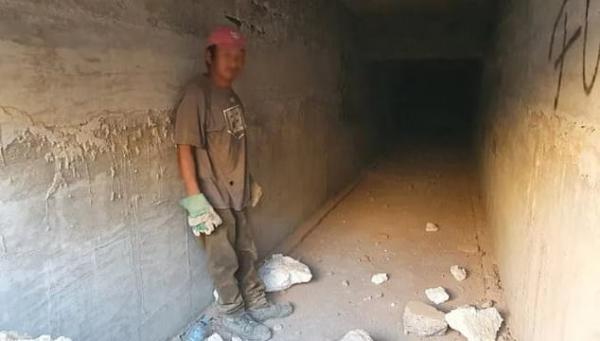 """Рабочие снесли особняк наркобарона, а там - сюрприз. Кажется, мужчина вдохновлялся """"Побегом из Шоушенка"""""""