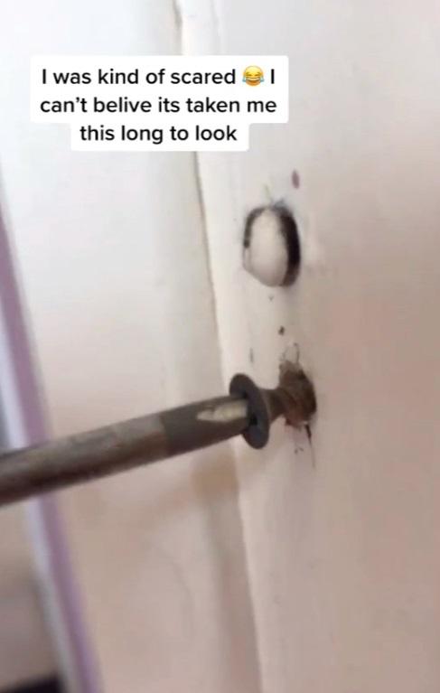 Англичанка прожила в доме 14 лет и нашла тайную комнату. Ей жутко, но в России давно знают о функции помещения