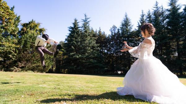 Девушка показала фото 10-летней годовщины свадьбы, и люди в восторге. Ведь это
