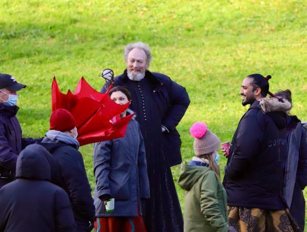 """На новых фото со съёмок """"Ведьмака"""" спрятан герой, которого не узнать. Дело в бороде, и она выросла неспроста"""