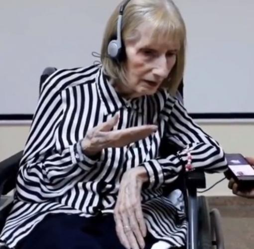 Пожилая балерина с Альцгеймером услышала музыку Чайковского и повернула время назад. И болезнь не была помехой