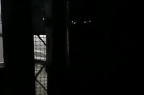 """Люди пожаловались на странный стук в дверь. Испуганный мэр советует не открывать """"загадочному молотку"""""""