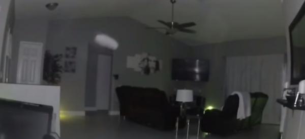 В доме пастора светлый летающий объект попал на камеру. Спойлер: вызывать священника в таком случае бесполезно