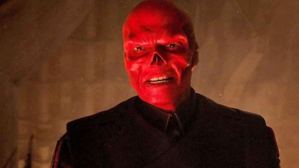 Мужчина решил закосплеить Красного Черепа, но перестарался. Костюм не снять, и теперь он тру-главарь Гидры