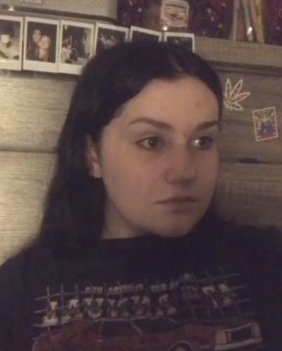 Девочка нашла своё видео-селфи, но просмотрев его, напугалась. Она его не снимала, во всяком случае в сознании