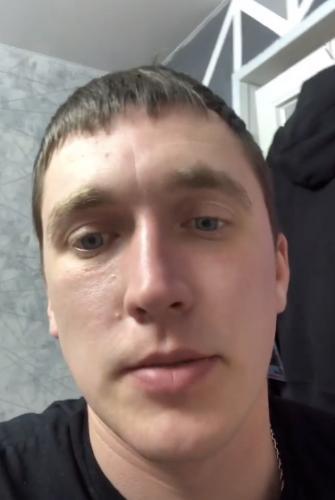 Александр из Владивостока думал, что бетонные плиты с неба не падают. Теперь парню собирают на новую машину