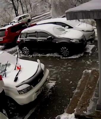 Александр из Владивостока думал, что бетонные плиты с неба не падают. Теперь он собирает деньги на новое авто
