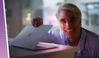 Вице-президент Apple нежно открыл новый MacBook, а на экране его ждали мемы. И Дзюба с Навальным, и Cyberpunk