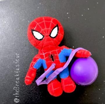 Мама-хирург подарила маленькому сыну Человека-паука. Но чтобы достать игрушку, нужно кесарево сечение