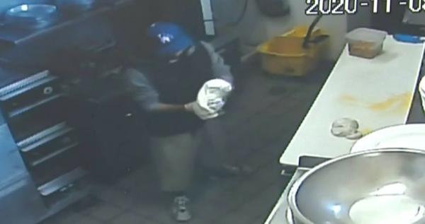 Грабитель ворвался в пиццерию, а дальше как в тумане. На записи с камер копы увидели то, чего не ждал никто