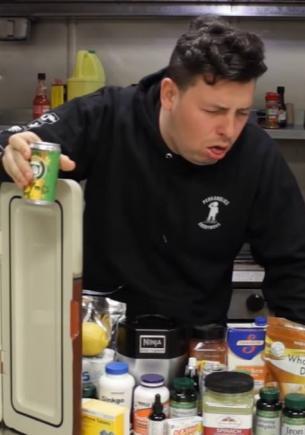 Геймер приготовил напитки из Call of Duty и попробовал их. F в чат герою, ведь это коктейли-монстры