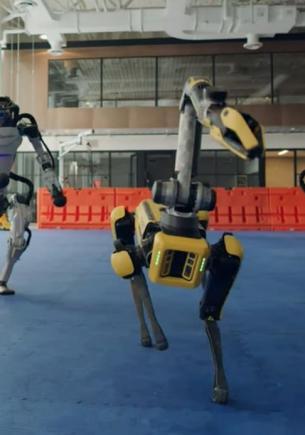 Роботы Boston Dynamics отожгли под музыку в тусовке из будущего. А кожаные мешки от ужаса налепили мемы