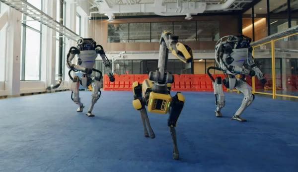 Роботы Boston Dynamics на видео танцуют в честь Нового года. И это тревожный звоночек для всех кожаных мешков