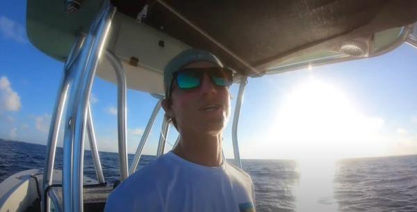 Рыбаки увидели акулу с живой добычей и совершили подвиг (как они думали). Но в Сети их окатили волной хейта