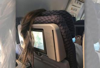 Девушка на видео испортила причёску соседки в самолёте. Но о такой мести за нарушение комфорта много спорят