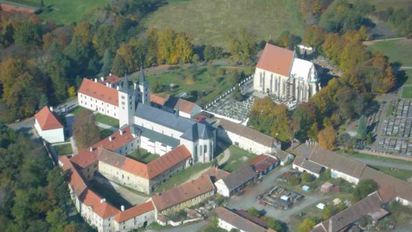 Бесценные христианские реликвии были обнаружены в секретном помещении монастыря