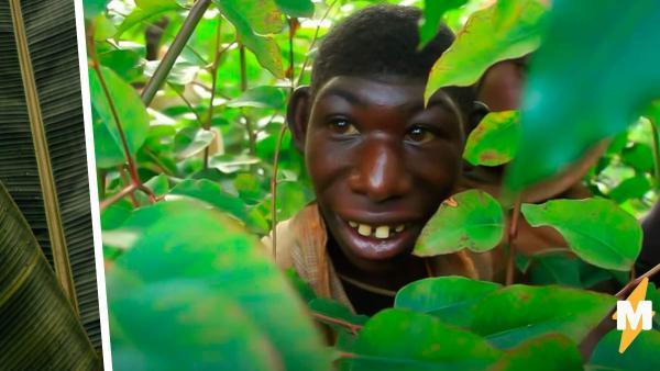 Парень из Руанды живёт на дереве и питается травой. Чтобы вернуть сына домой, маме приходится брать лассо