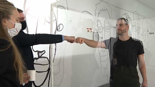 Художник на 20 дней закрылся в кубе внутри супермаркета и познал главное. Он понял, без чего не прожить никому