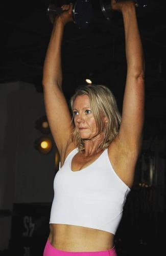 Мама стала ежедневно заниматься спортом, и итог налицо. Спустя 1276 дней из качалки она вышла другим человеком