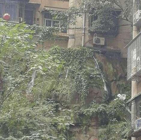 В Китае во время реставрации многоэтажного дома обнаружили статую Будды. Жильцы в страхе - годами